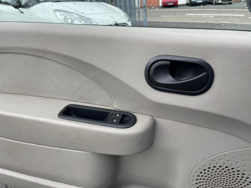Photo 18 de l'offre de RENAULT TWINGO 1.2I 60 AUTHENTIQUE 63 000KM à 4990€ chez Triplo auto