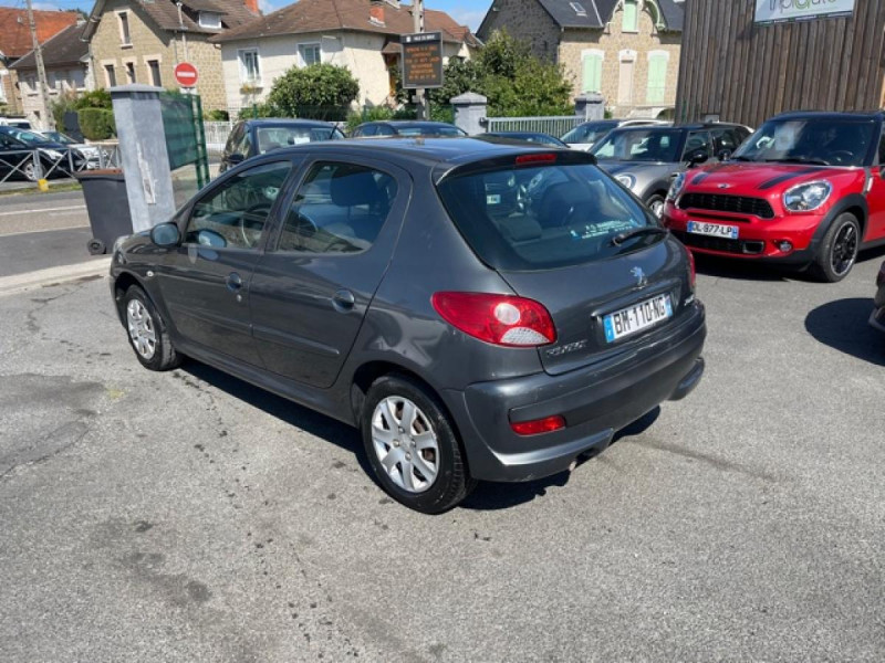 Photo 3 de l'offre de PEUGEOT 206   1.4I TRENDY CLIM 5P à 5990€ chez Triplo auto