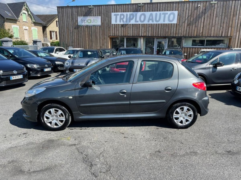 Photo 2 de l'offre de PEUGEOT 206   1.4I TRENDY CLIM 5P à 5990€ chez Triplo auto