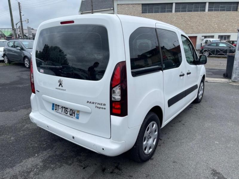 Photo 5 de l'offre de PEUGEOT PARTNER TEPEE 1.6 BLUEHDI S&S 100 ETG6 ACTIVE BOITE AUTO à 11990€ chez Triplo auto