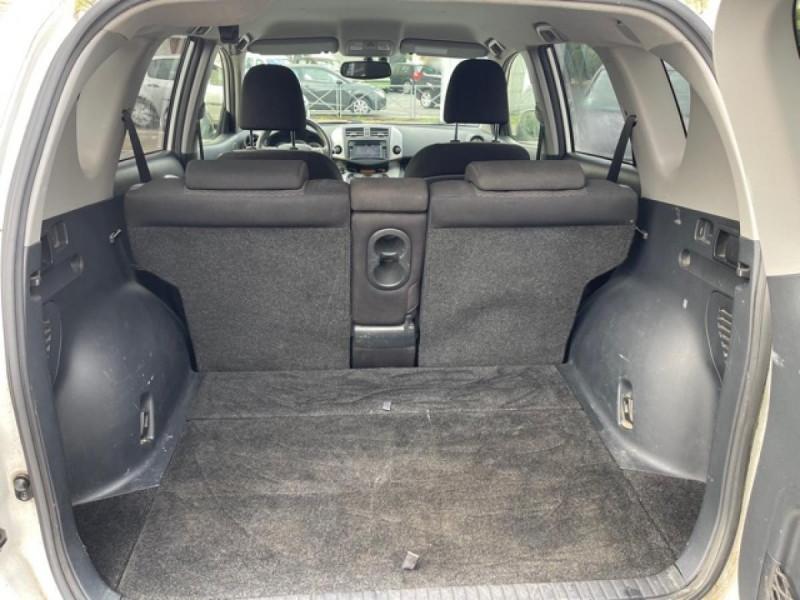 Photo 9 de l'offre de TOYOTA RAV 4 150 D-4D LIMITED EDITION CAMERA   GPS  à 12490€ chez Triplo auto