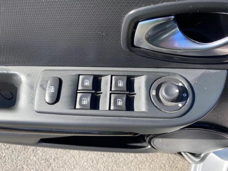Photo 24 de l'offre de RENAULT CLIO ESTATE 1.5 DCI 90 INTENS GPS   ATTELAGE à 9490€ chez Triplo auto