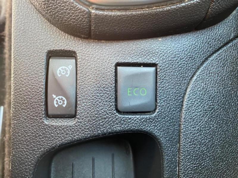 Photo 23 de l'offre de RENAULT CLIO ESTATE 1.5 DCI 90 INTENS GPS   ATTELAGE à 9490€ chez Triplo auto