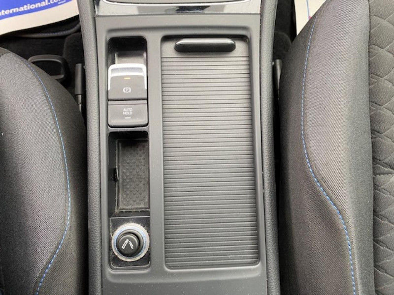 Photo 22 de l'offre de VOLKSWAGEN GOLF VII 1.6 TDI 115 DSG 7  CONFORTLINE BUSINESS GPS à 18490€ chez Triplo auto