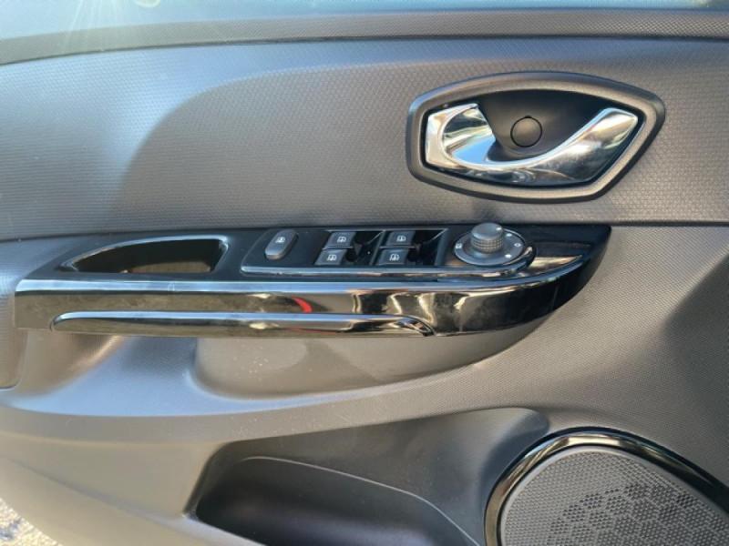 Photo 23 de l'offre de RENAULT CLIO 1.5 DCI 90 IV BUSINESS GPS à 9490€ chez Triplo auto