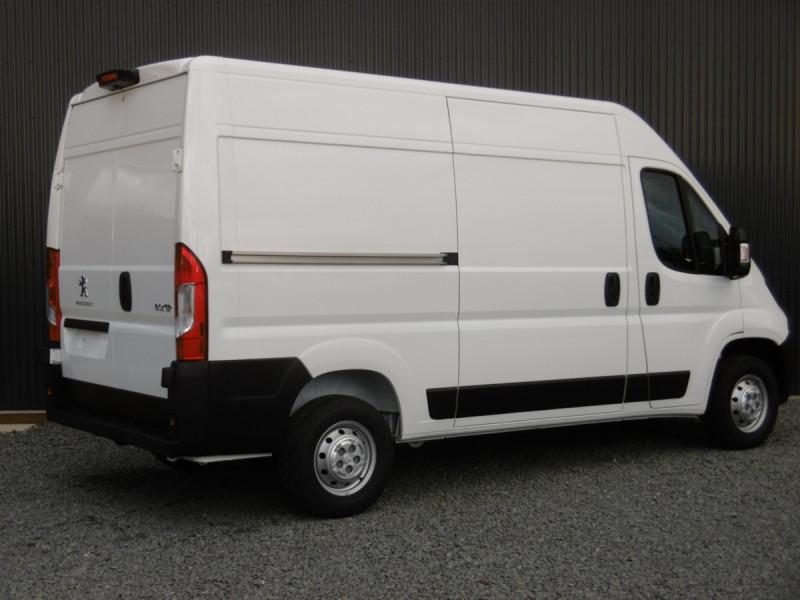 Photo 2 de l'offre de PEUGEOT BOXER FOURGON TOLE L2H2 ASPHALT à 29342€ chez Centrale auto marché Périgueux