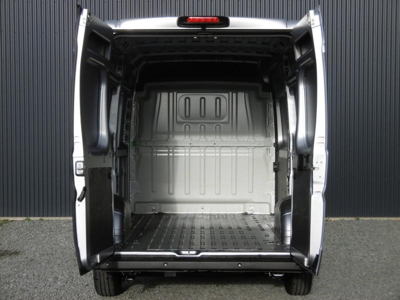 Photo 6 de l'offre de PEUGEOT BOXER FOURGON TOLE L2H2 ASPHALT à 30192€ chez Centrale auto marché Périgueux