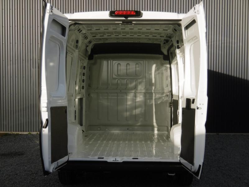 Photo 6 de l'offre de PEUGEOT BOXER FOURGON TOLE L2H2 ASPHALT à 29342€ chez Centrale auto marché Périgueux