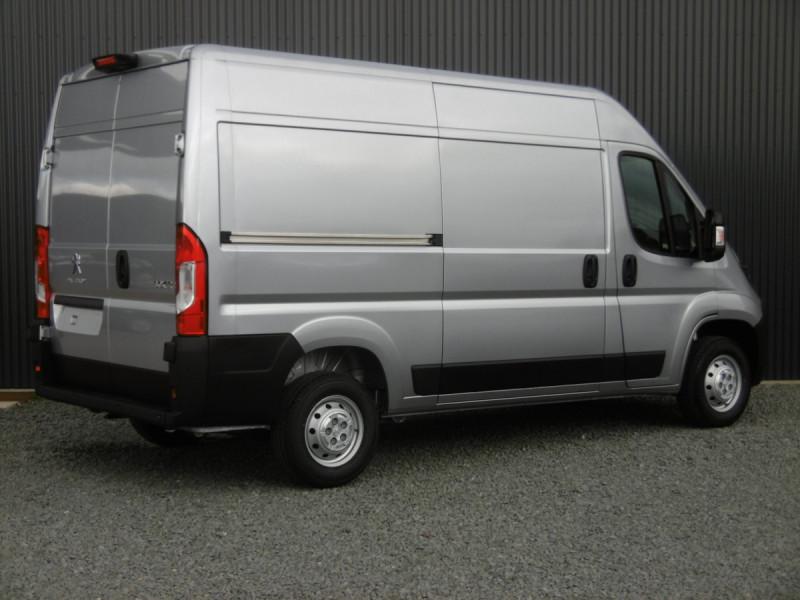 Photo 2 de l'offre de PEUGEOT BOXER FOURGON TOLE L2H2 ASPHALT à 30192€ chez Centrale auto marché Périgueux