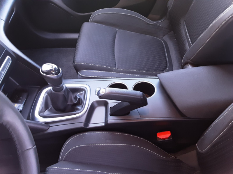 Photo 20 de l'offre de RENAULT MEGANE Mégane IV Estate Blue dCi 115 Business à 13990€ chez Centrale Auto Marché Mussidan