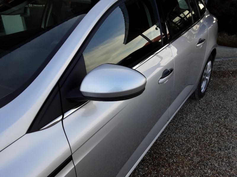 Photo 31 de l'offre de RENAULT MEGANE Mégane IV Estate Blue dCi 115 Business à 13990€ chez Centrale Auto Marché Mussidan
