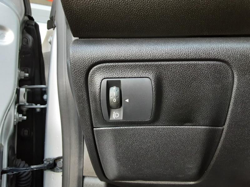 Photo 11 de l'offre de RENAULT MEGANE Mégane IV Estate Blue dCi 115 Business à 13990€ chez Centrale Auto Marché Mussidan