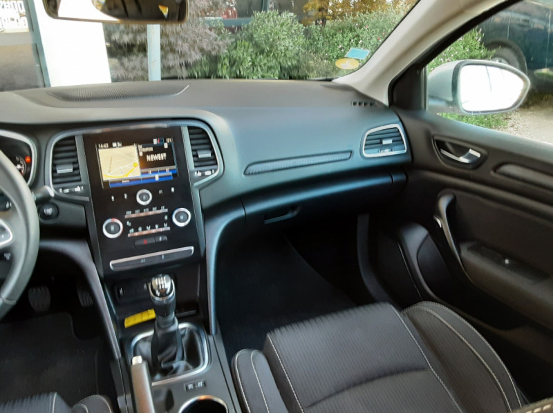 Photo 7 de l'offre de RENAULT MEGANE Mégane IV Estate Blue dCi 115 Business à 13990€ chez Centrale Auto Marché Mussidan