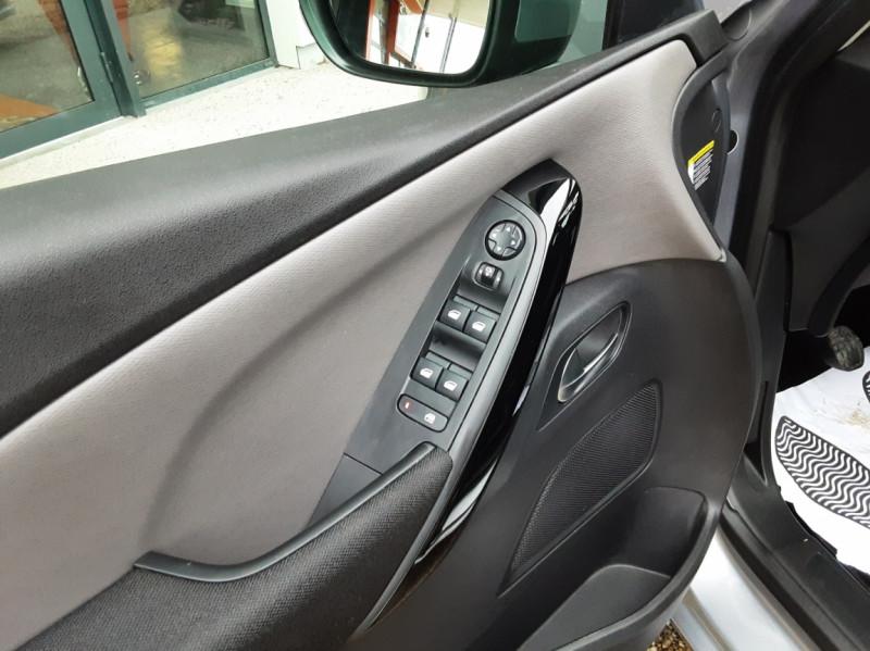 Photo 24 de l'offre de CITROEN C4 PICASSO C4 Picasso BlueHDi 120 SetS Feel à 14990€ chez Centrale Auto Marché Mussidan