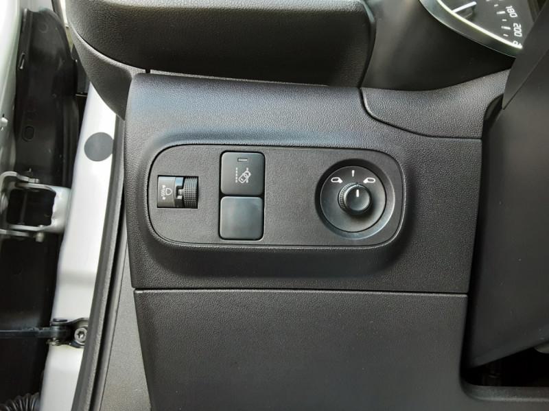 Photo 37 de l'offre de CITROEN C3 BlueHDi 100 SetS Shine Business à 13900€ chez Centrale Auto Marché Mussidan