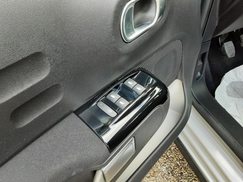 Photo 19 de l'offre de CITROEN C3 BlueHDi 100 SetS Shine Business à 13900€ chez Centrale Auto Marché Mussidan