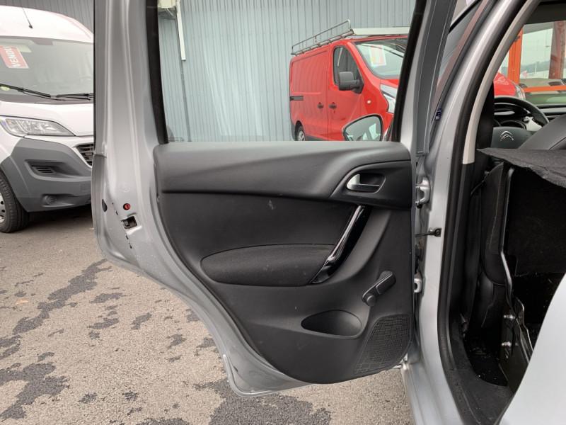 Photo 29 de l'offre de CITROEN C3 SOCIETE BLUEHDI 100 SetS CONFORT à 6990€ chez Centrale Auto Marché Mussidan