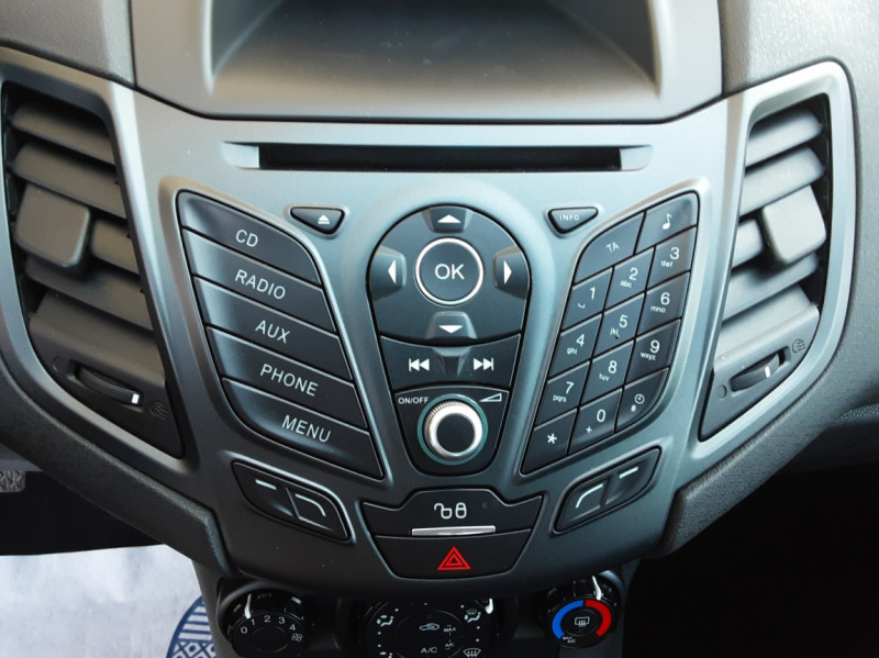 Photo 42 de l'offre de FORD FIESTA 1.25 82 Edition à 9300€ chez Centrale Auto Marché Mussidan
