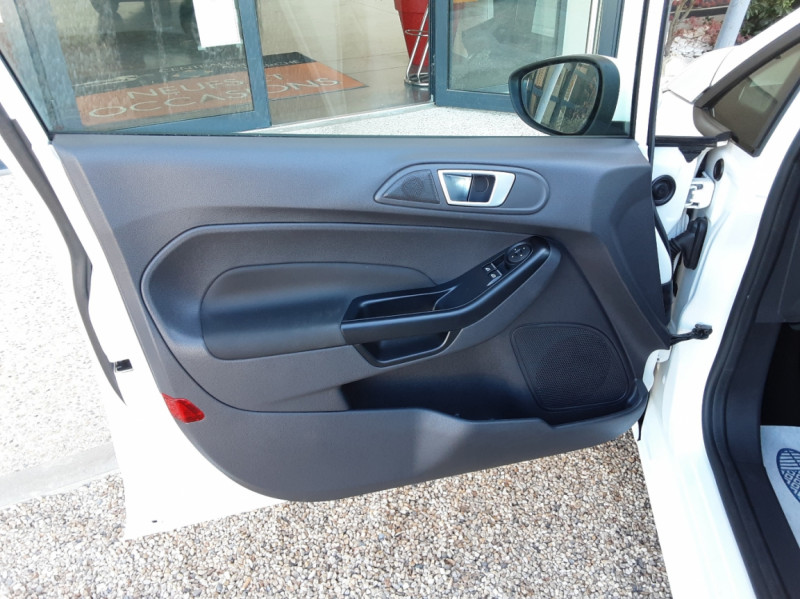 Photo 18 de l'offre de FORD FIESTA 1.25 82 Edition à 9300€ chez Centrale Auto Marché Mussidan