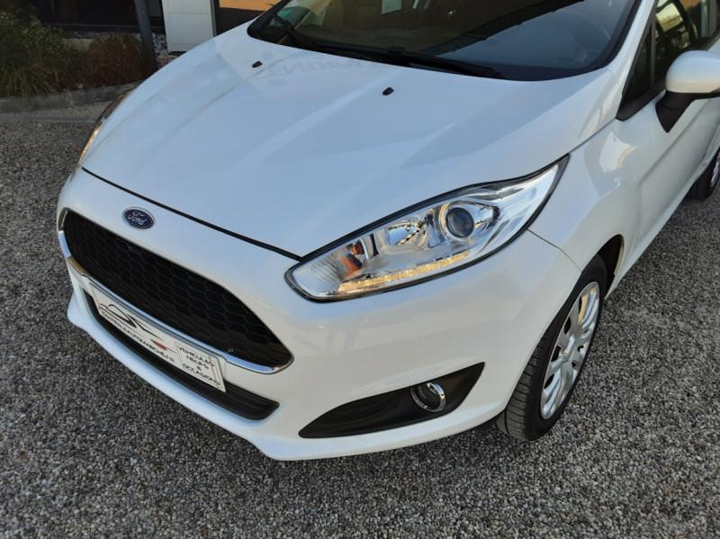 Photo 6 de l'offre de FORD FIESTA 1.25 82 Edition à 9300€ chez Centrale Auto Marché Mussidan