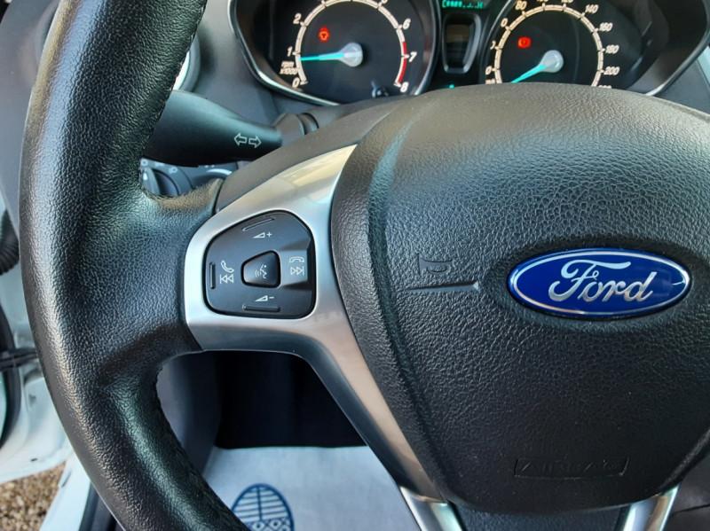 Photo 36 de l'offre de FORD FIESTA 1.25 82 Edition à 9300€ chez Centrale Auto Marché Mussidan