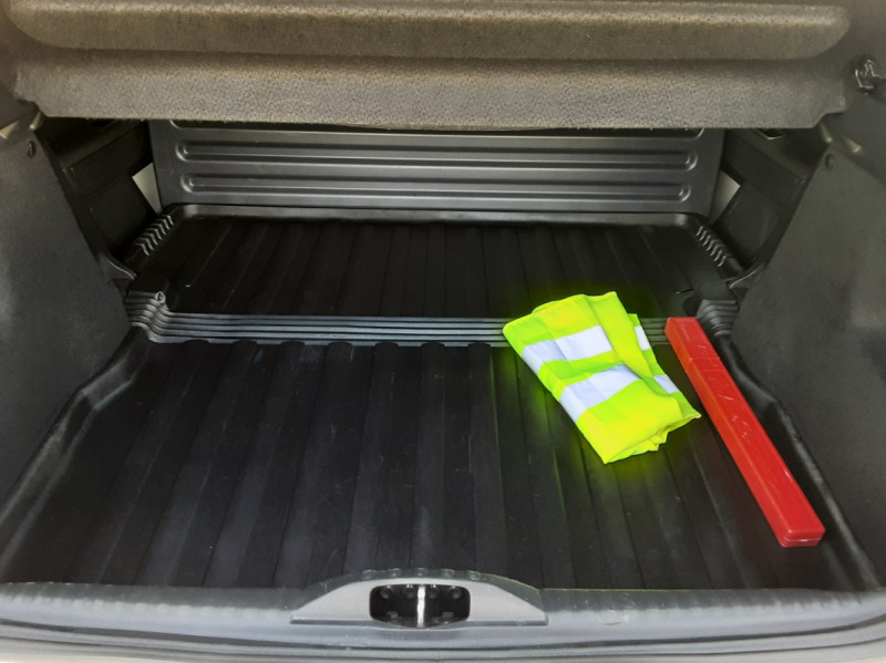 Photo 16 de l'offre de CITROEN C3 SOCIETE BLUEHDI 100 SetS FEEL NAV à 8890€ chez Centrale Auto Marché Mussidan