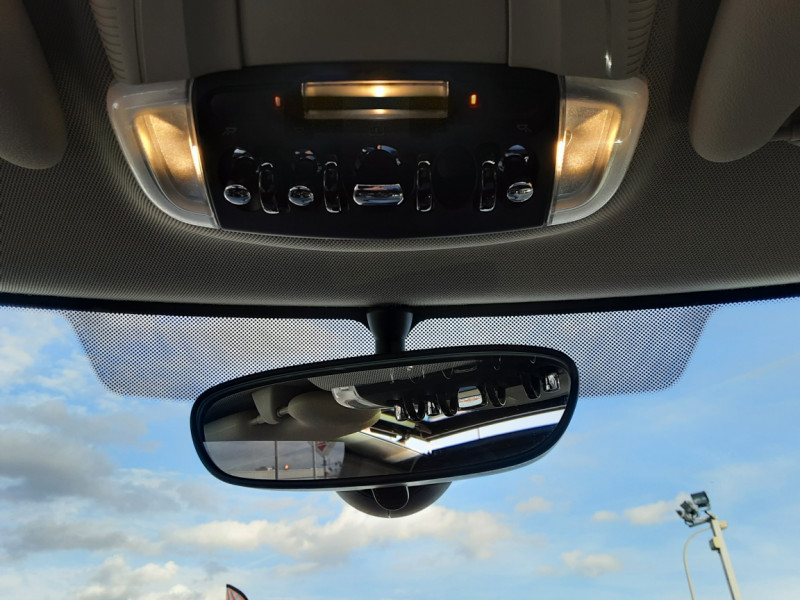 Photo 16 de l'offre de MINI MINI One D 95 ch Edition Blackfriars à 17990€ chez Centrale Auto Marché Mussidan