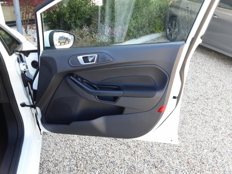 Photo 26 de l'offre de FORD FIESTA 1.25 82 Edition à 9300€ chez Centrale Auto Marché Mussidan