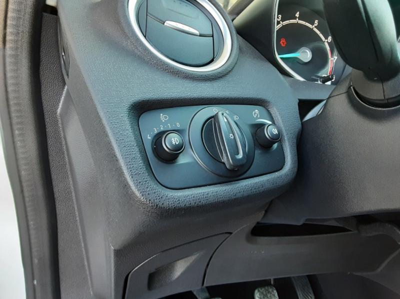 Photo 44 de l'offre de FORD FIESTA 1.25 82 Edition à 9300€ chez Centrale Auto Marché Mussidan
