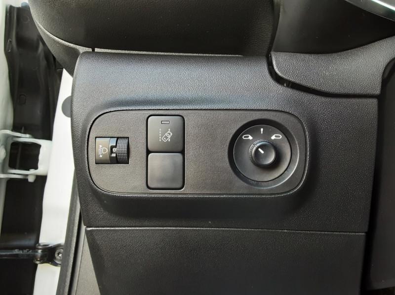 Photo 44 de l'offre de CITROEN C3 SOCIETE BLUEHDI 100 SetS FEEL NAV à 8890€ chez Centrale Auto Marché Mussidan