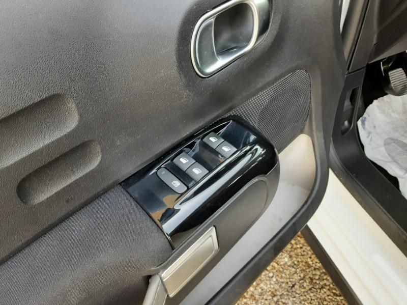 Photo 19 de l'offre de CITROEN C3 SOCIETE BLUEHDI 100 SetS FEEL NAV à 8890€ chez Centrale Auto Marché Mussidan