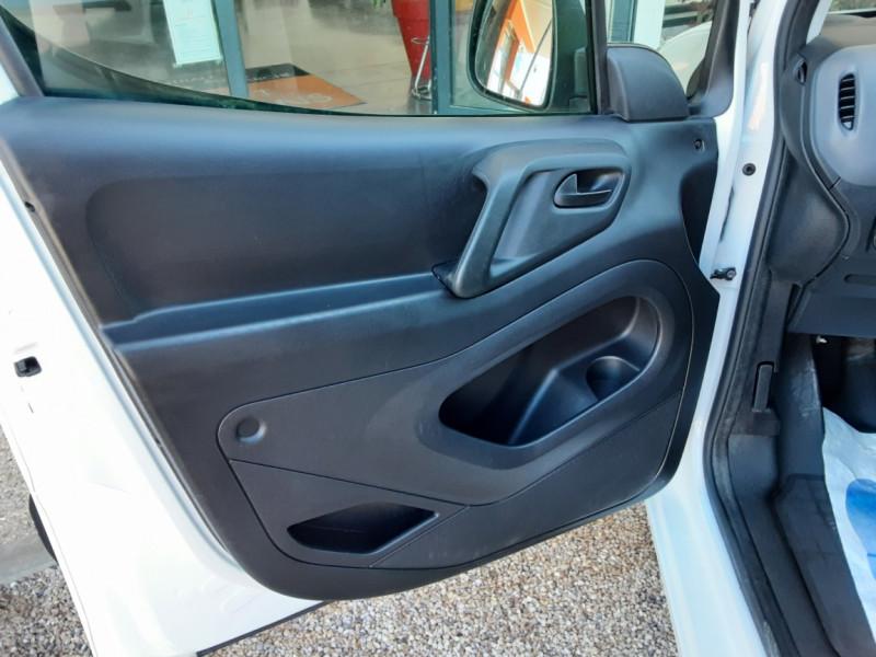 Photo 28 de l'offre de CITROEN BERLINGO 20 L1 e-HDi 90 CLUB ETG6 à 9800€ chez Centrale Auto Marché Mussidan