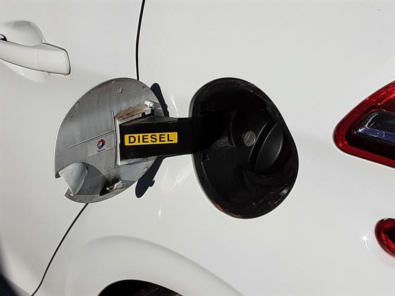 Photo 26 de l'offre de PEUGEOT 208 AFFAIRE 1.6 E-HDi 92 FAP BVM5 PACK CLIM CONFORT à 5990€ chez Centrale Auto Marché Mussidan
