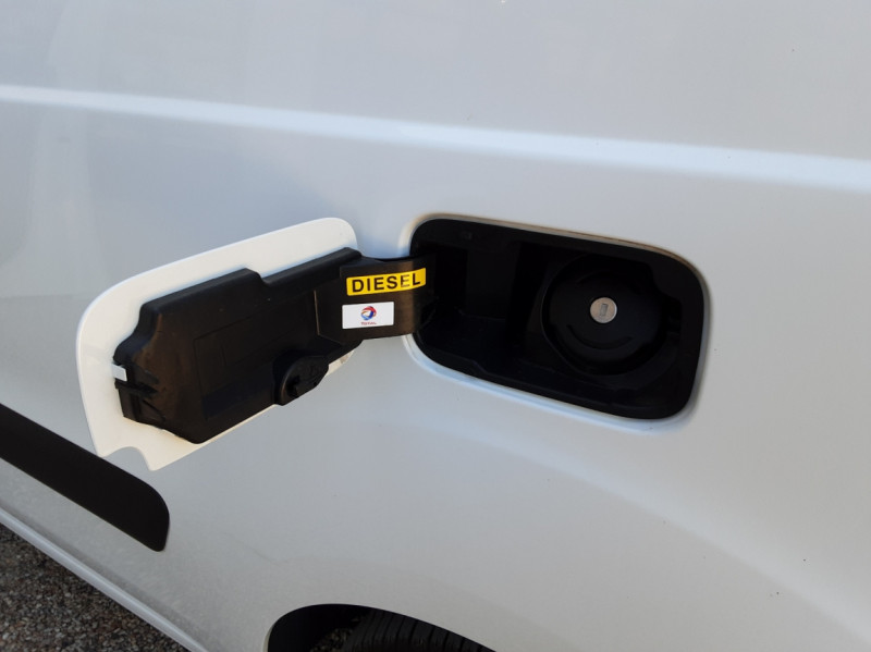 Photo 26 de l'offre de CITROEN BERLINGO 20 L1 e-HDi 90 CLUB ETG6 à 9800€ chez Centrale Auto Marché Mussidan