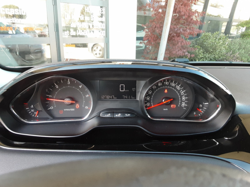 Photo 35 de l'offre de PEUGEOT 208 AFFAIRE 1.6 E-HDi 92 FAP BVM5 PACK CLIM CONFORT à 5990€ chez Centrale Auto Marché Mussidan