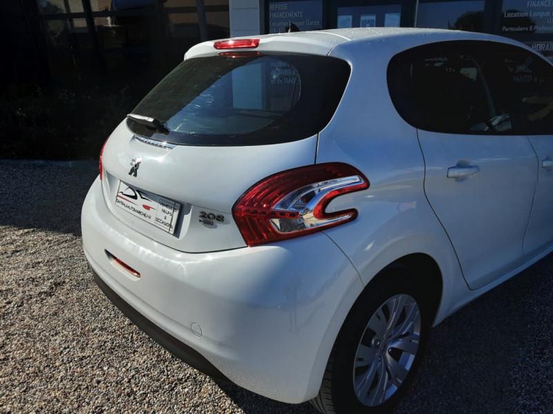 Photo 15 de l'offre de PEUGEOT 208 AFFAIRE 1.6 E-HDi 92 FAP BVM5 PACK CLIM CONFORT à 5990€ chez Centrale Auto Marché Mussidan