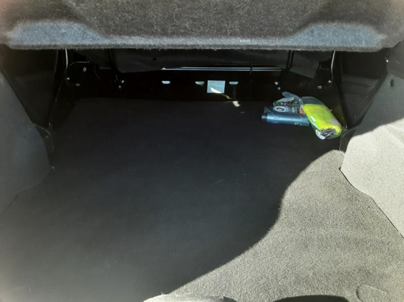 Photo 17 de l'offre de PEUGEOT 208 AFFAIRE 1.6 E-HDi 92 FAP BVM5 PACK CLIM CONFORT à 5990€ chez Centrale Auto Marché Mussidan