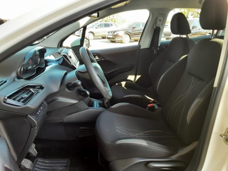 Photo 23 de l'offre de PEUGEOT 208 AFFAIRE 1.6 E-HDi 92 FAP BVM5 PACK CLIM CONFORT à 5990€ chez Centrale Auto Marché Mussidan