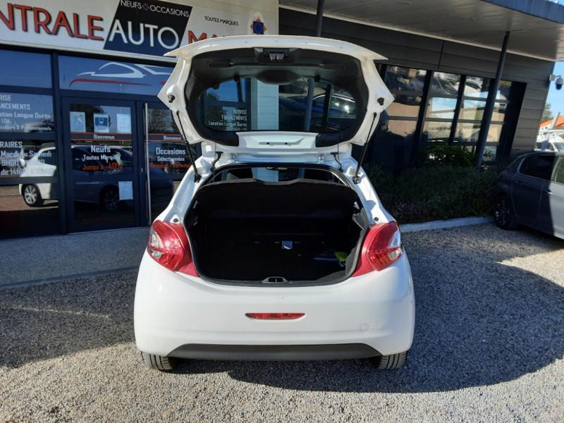 Photo 16 de l'offre de PEUGEOT 208 AFFAIRE 1.6 E-HDi 92 FAP BVM5 PACK CLIM CONFORT à 5990€ chez Centrale Auto Marché Mussidan