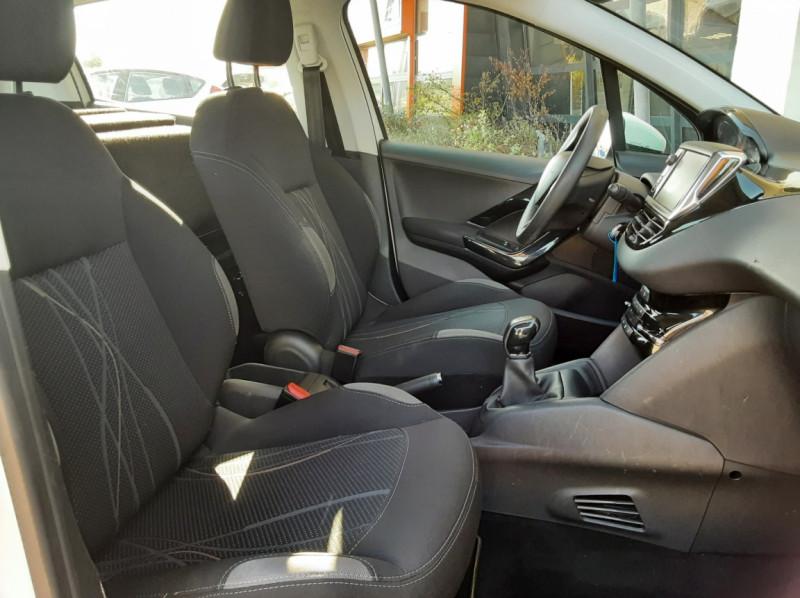 Photo 30 de l'offre de PEUGEOT 208 AFFAIRE 1.6 E-HDi 92 FAP BVM5 PACK CLIM CONFORT à 5990€ chez Centrale Auto Marché Mussidan