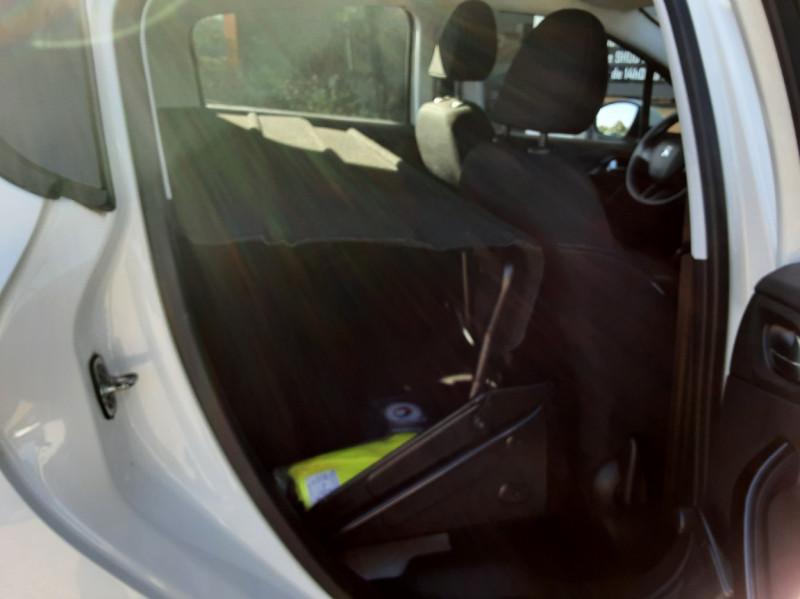 Photo 29 de l'offre de PEUGEOT 208 AFFAIRE 1.6 E-HDi 92 FAP BVM5 PACK CLIM CONFORT à 5990€ chez Centrale Auto Marché Mussidan