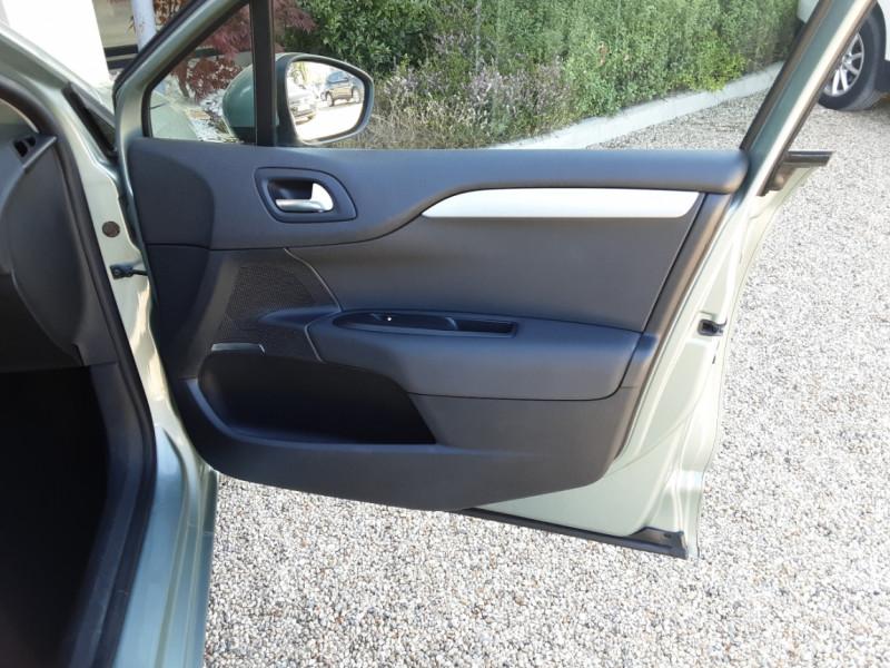 Photo 26 de l'offre de CITROEN C4 C4 e-HDi 115 Business ETG6 à 7290€ chez Centrale Auto Marché Mussidan