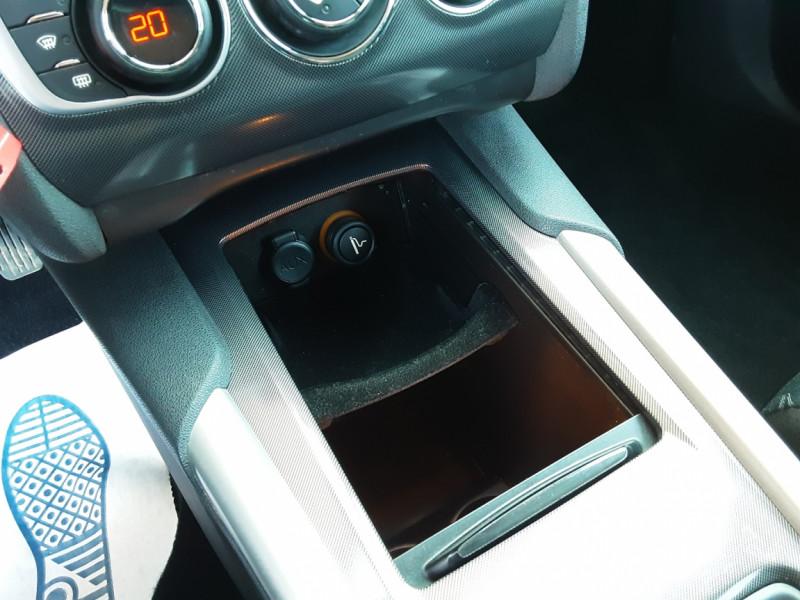 Photo 44 de l'offre de CITROEN C4 C4 e-HDi 115 Business ETG6 à 7290€ chez Centrale Auto Marché Mussidan