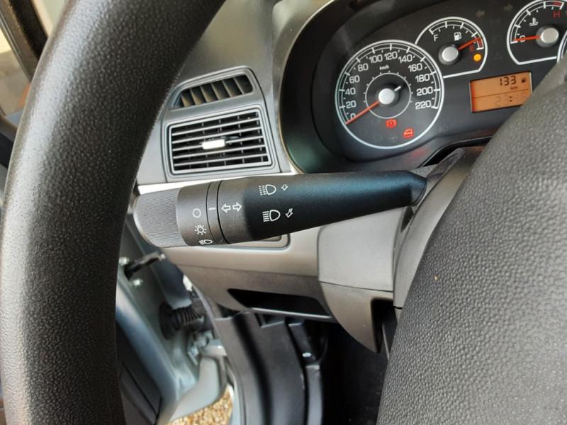 Photo 46 de l'offre de FIAT DYNAMIC MJT 75 5P Grande Punto 1.3 Multijet 16V 75 Team à 3900€ chez Centrale Auto Marché Mussidan