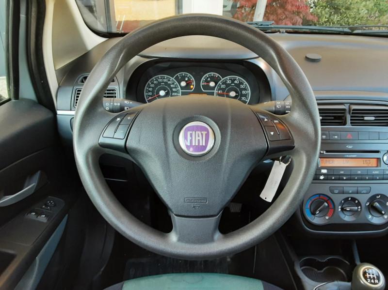 Photo 38 de l'offre de FIAT DYNAMIC MJT 75 5P Grande Punto 1.3 Multijet 16V 75 Team à 3900€ chez Centrale Auto Marché Mussidan