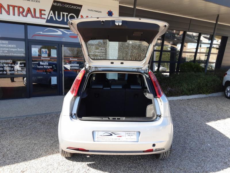 Photo 16 de l'offre de FIAT DYNAMIC MJT 75 5P Grande Punto 1.3 Multijet 16V 75 Team à 3900€ chez Centrale Auto Marché Mussidan