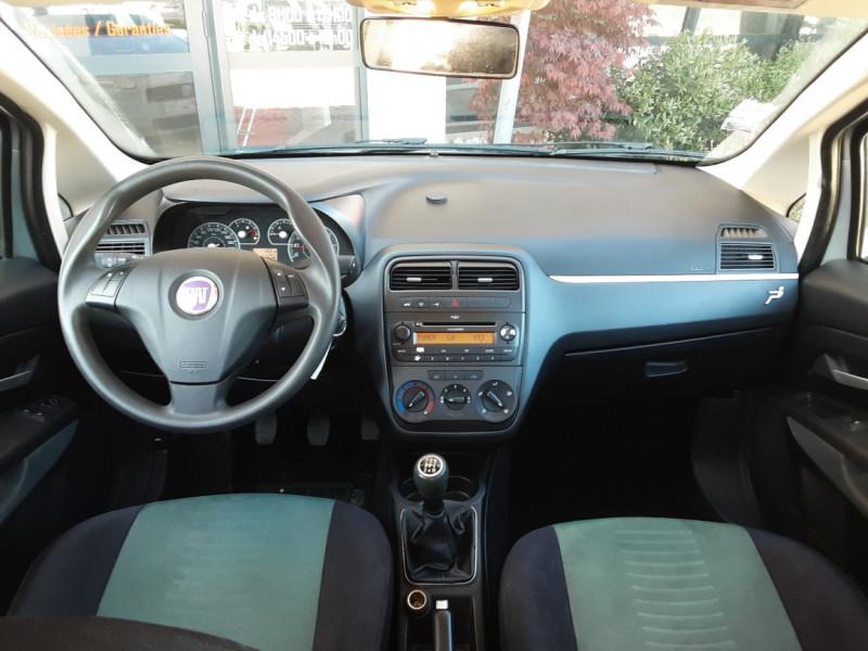 Photo 33 de l'offre de FIAT DYNAMIC MJT 75 5P Grande Punto 1.3 Multijet 16V 75 Team à 3900€ chez Centrale Auto Marché Mussidan