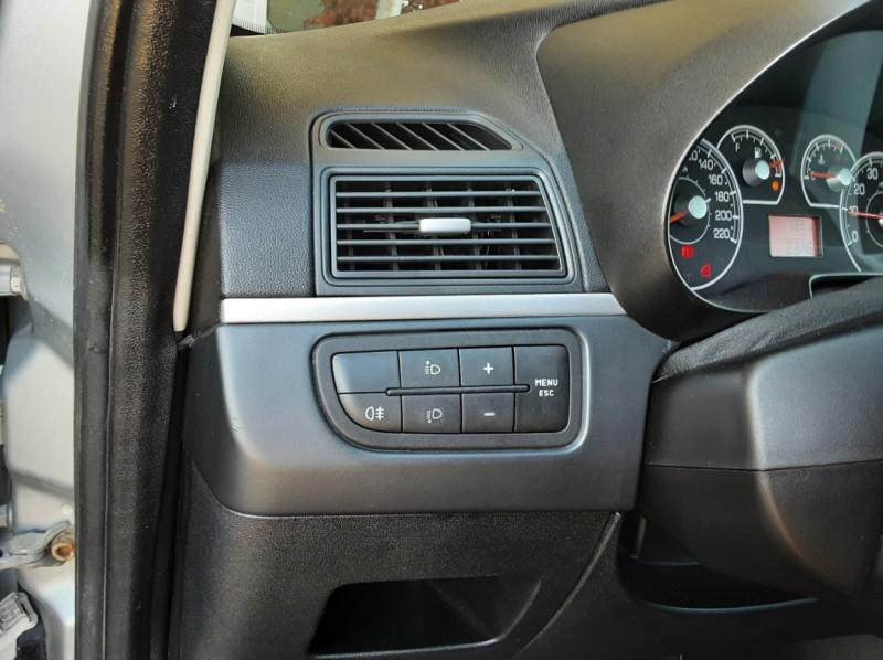 Photo 41 de l'offre de FIAT DYNAMIC MJT 75 5P Grande Punto 1.3 Multijet 16V 75 Team à 3900€ chez Centrale Auto Marché Mussidan