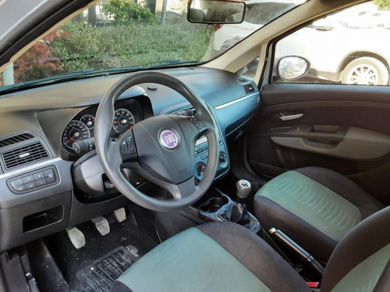 Photo 25 de l'offre de FIAT DYNAMIC MJT 75 5P Grande Punto 1.3 Multijet 16V 75 Team à 3900€ chez Centrale Auto Marché Mussidan