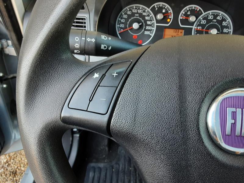 Photo 45 de l'offre de FIAT DYNAMIC MJT 75 5P Grande Punto 1.3 Multijet 16V 75 Team à 3900€ chez Centrale Auto Marché Mussidan